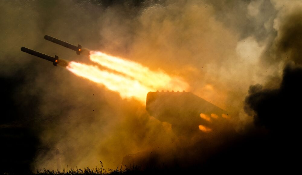 """Tổ hợp pháo phản lực nhiệt áp TOS-1 Solntsepek trong khi trình diễn động trong khuôn khổ diễn đàn kỹ thuật quân sự quốc tế lần thứ Tư """"Quân đội-2018"""""""
