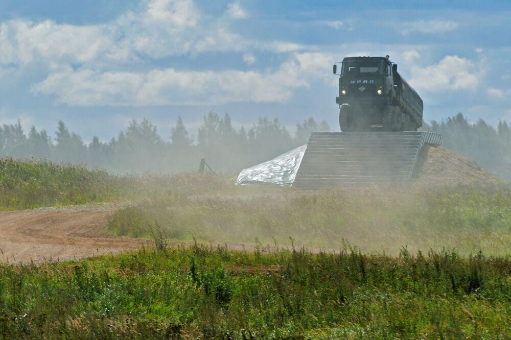 """Ô tô Ural-532301 trong khi trình diễn trong khuôn khổ diễn đàn kỹ thuật quân sự quốc tế lần thứ Tư """"Quân đội-2018"""""""