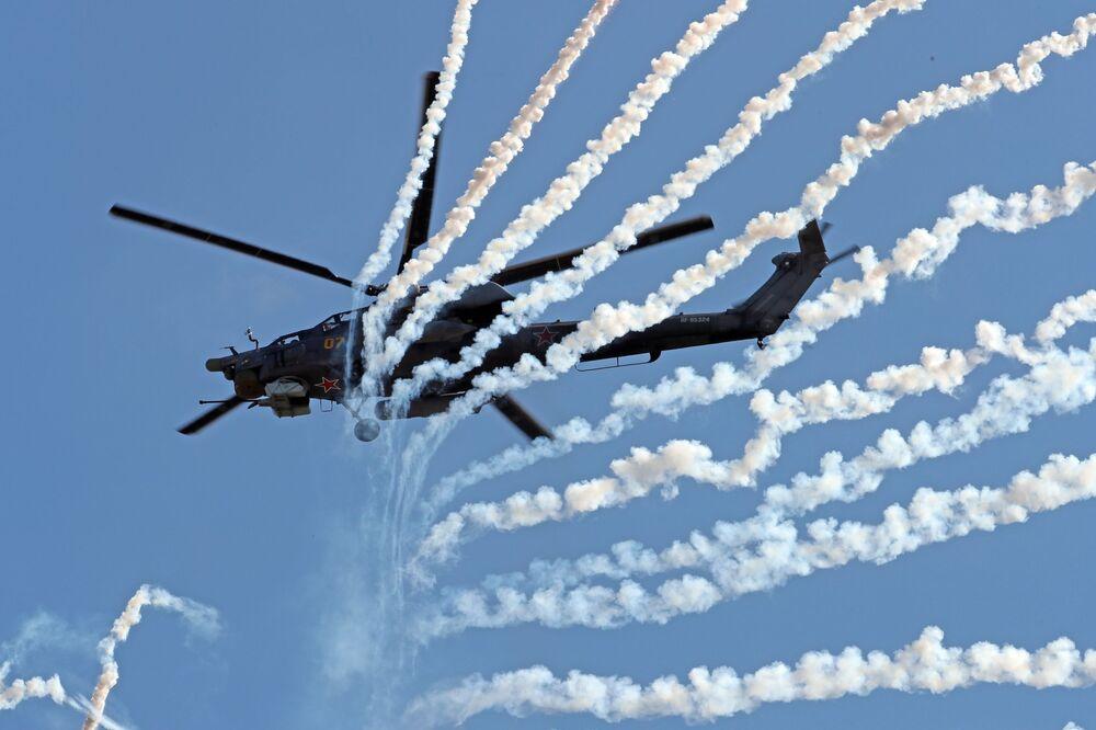 """Trực thăng tấn công Mi-28H """"Thợ săn đêm"""" trong khi trình diễn trong khuôn khổ diễn đàn kỹ thuật quân sự quốc tế lần thứ Tư """"Quân đội-2018"""""""