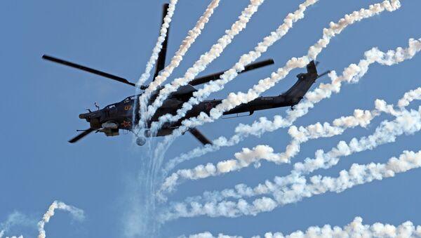 """Trực thăng tấn công Mi-28H """"Thợ săn đêm"""" trong khi trình diễn trong khuôn khổ diễn đàn kỹ thuật quân sự quốc tế lần thứ Tư """"Quân đội-2018""""  - Sputnik Việt Nam"""