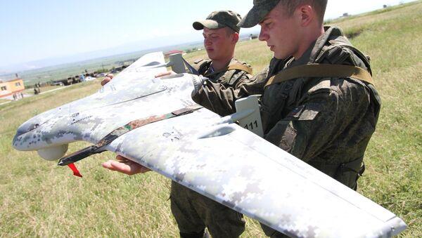 Các quân nhân Nga với máy bay không người lái - Sputnik Việt Nam