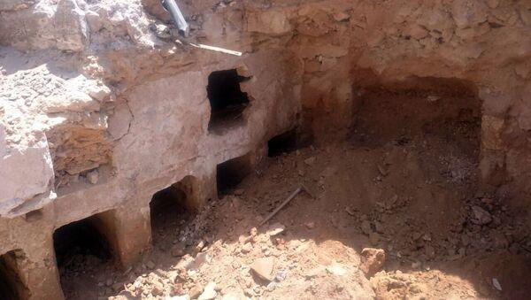 Các nhà khoa học Ai Cập đã khai quật được ở phía tây Alexandria cổ đại một số ngôi mộ đá vô danh thời hậu Ptolemaic - Sputnik Việt Nam