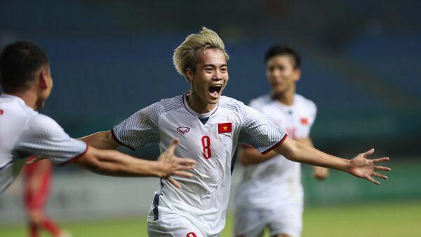 Bàn thắng duy nhất của trận đấu được ghi do công của Văn Toàn (8). - Sputnik Việt Nam