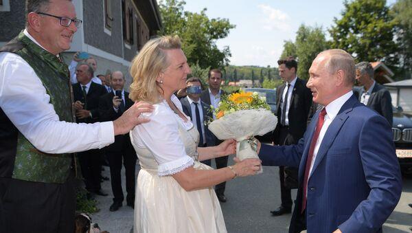 Ngoại giao Áo Karin Kneissl và Tổng thống Nga Vladimir Putin - Sputnik Việt Nam