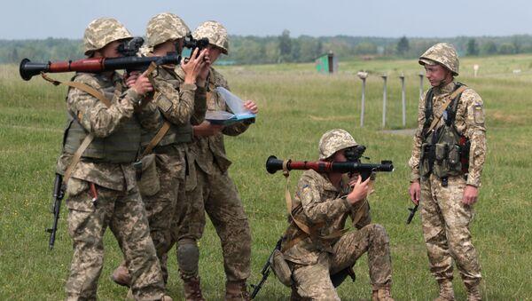 Военнослужащие вооруженных сил Украины во время военных учений - Sputnik Việt Nam