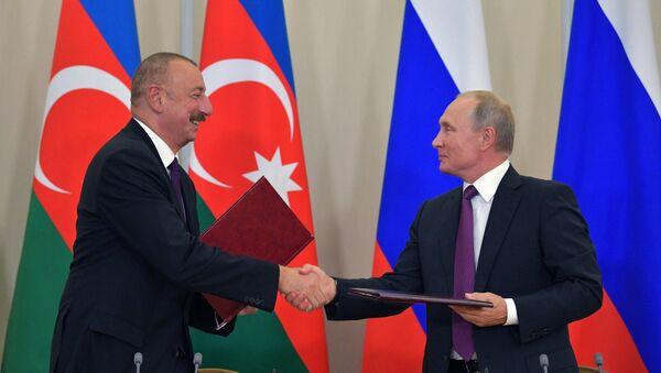 Tổng thống Nga Vladimir Putin và Tổng thống Azerbaijan Ilham Aliyev - Sputnik Việt Nam