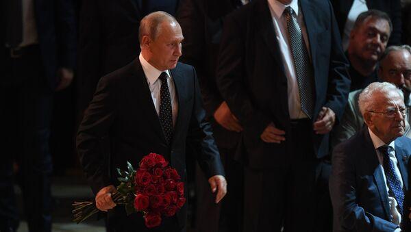 Tổng thống Nga Vladimir Putin tới dự lễ truy điệu ca sĩ Iosif Kobzon - Sputnik Việt Nam