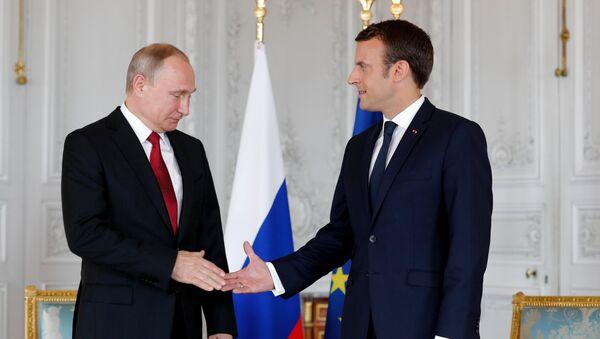 Vladimir Putin và Emmanuel Macron  - Sputnik Việt Nam