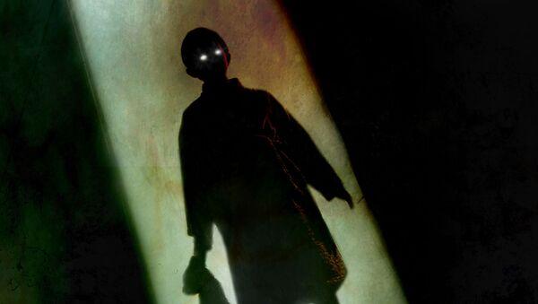 Зловещий силуэт ребенка в дверном проходе - Sputnik Việt Nam