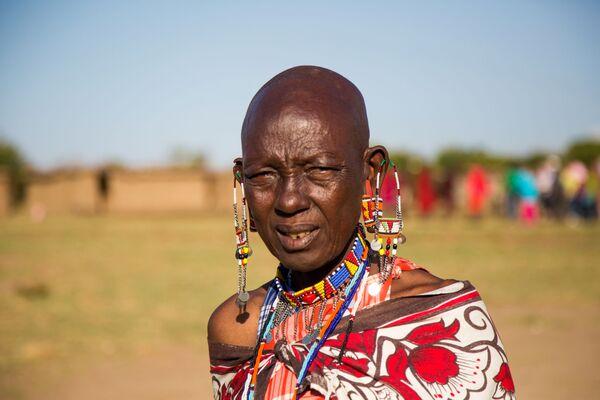 Masai (Kenya) - Phụ nữ cạo trọc đầu và kéo căng thùy tai bằng bất kỳ phương tiện nào để trở nên quyến rũ hơn. - Sputnik Việt Nam