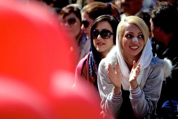 Iran – Phái đẹp cần có chiếc mũi thẳng hoàn hảo. - Sputnik Việt Nam