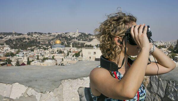 Cô gái trong khi tour du lịch VR thăm Jerusalem cổ đại - Sputnik Việt Nam