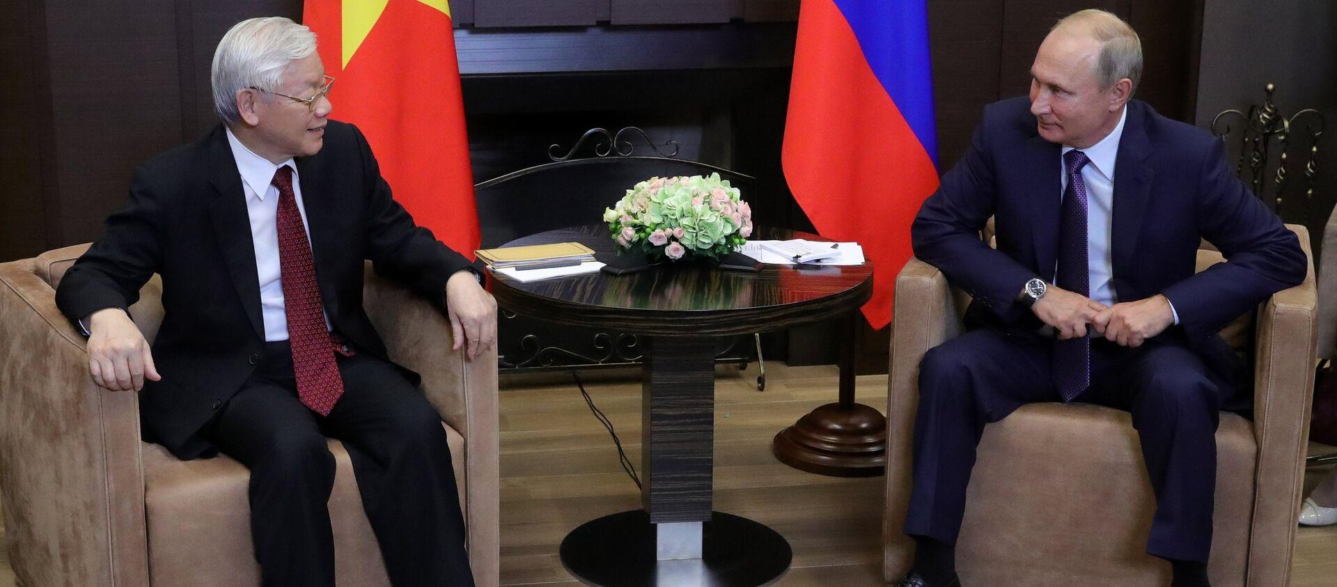 Ngày 6 tháng Chín năm 2018. Tổng bí thư Đảng Cộng sản Việt Nam Nguyễn Phú Trọng và Tổng thống Nga Vladimir Putin trong cuộc họp tại Sochi. - Sputnik Việt Nam, 1920, 30.12.2020
