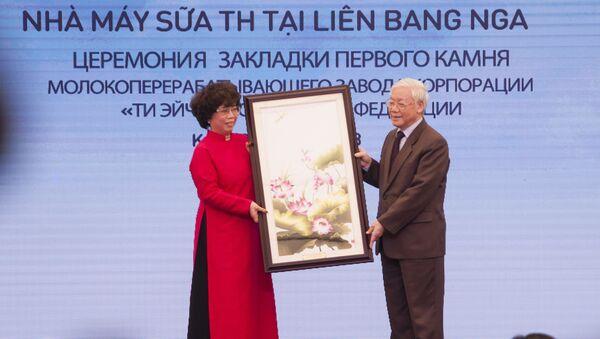 Tổng Bí thư Ban Chấp hành Trung ương Đảng CSVN Nguyễn Phú Trọng tại lễ đặt viên đá đầu tiên xây dựng khu phức hợp chế biến sữa ở tỉnh Kaluga, với sự tham gia của công ty Việt Nam TH True Milk. - Sputnik Việt Nam