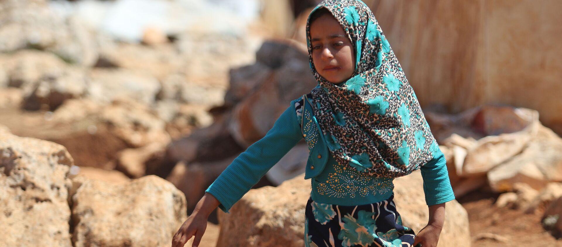 Cô gái Syria trong một trại tị nạn ở tỉnh Idlib. - Sputnik Việt Nam, 1920, 16.06.2020