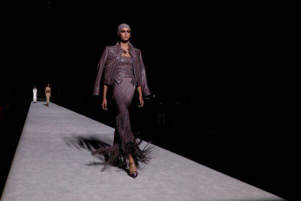 Người mẫu Kaia Gerber tại buổi trình diễn thời trang Tom Ford trong khuôn khổ Tuần lễ thời trang ở New York, Hoa Kỳ - Sputnik Việt Nam