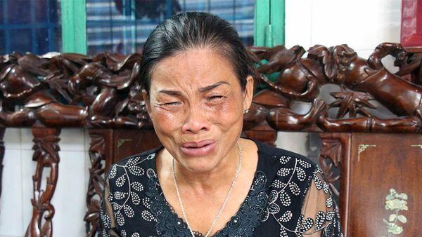 Bà Tươi - mẹ thiếu úy Đạt khóc nức nở sau kết luận của Hội chuyện môn kết luận vụ việc liên quan đến con trai mình - Sputnik Việt Nam