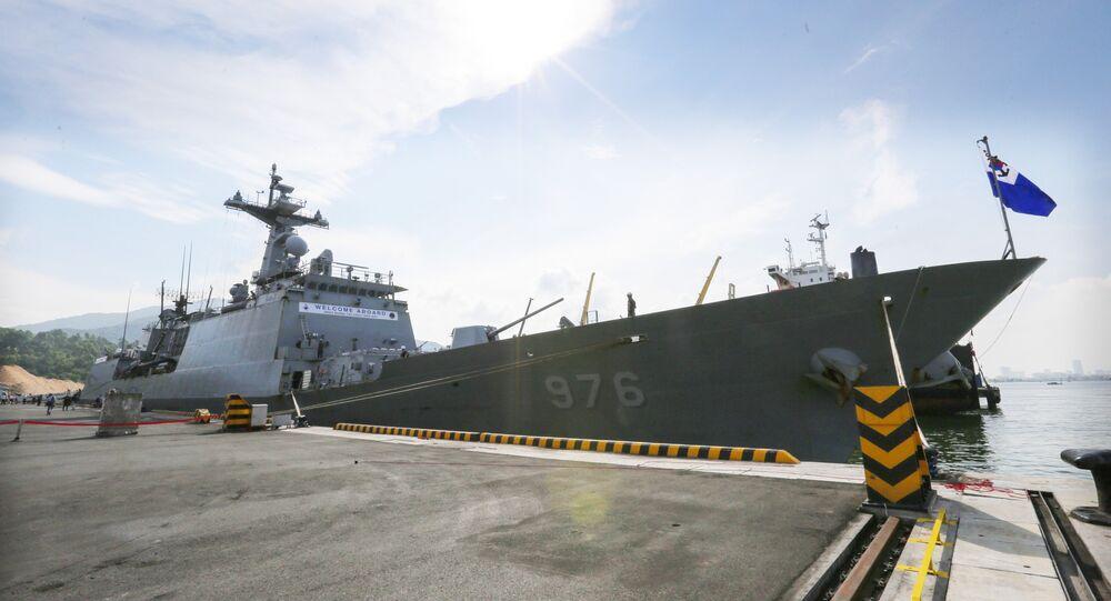 Tàu Khu trục ROKS Moon Mu The Great của Hải quân Hàn Quốc cập cảng Tiên Sa (Đà Nẵng).