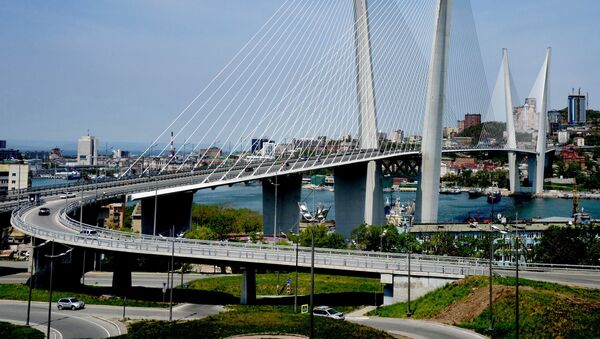Вантовый мост через бухту Золотой Рог во Владивостоке - Sputnik Việt Nam