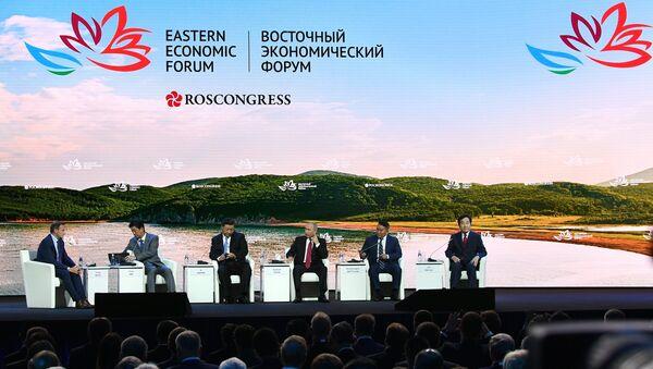 Shinzo Abe, Tập Cận Bình, Vladimir Putin, Battulga Khaltmaa, Lee Nak Yon tại Diễn đàn Kinh tế Đông - Sputnik Việt Nam