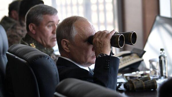 Vladimir Putin đến cuộc tập trận Vostok-2018 - Sputnik Việt Nam