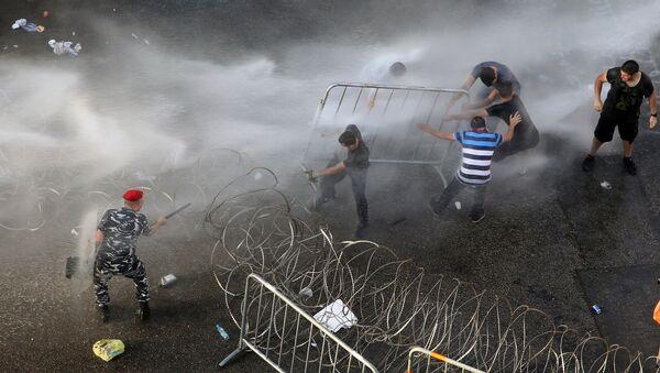 Cảnh sát giải tán người biểu tình ở trung tâm thành phố Beirut, Lebanon - Sputnik Việt Nam