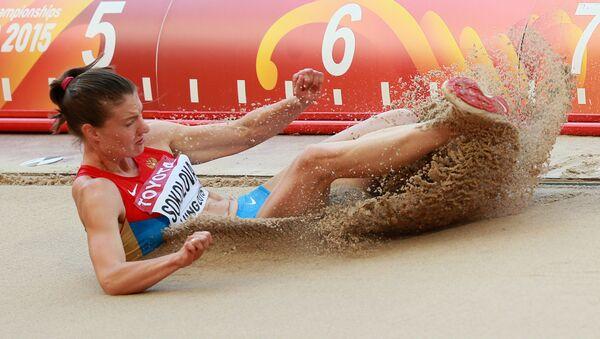 Elena Sokolova (Nga) trong cuộc thi vòng loại nội dung nhảy xa tại Giải vô địch Điền kinh thế giới 2015 ở Bắc Kinh - Sputnik Việt Nam