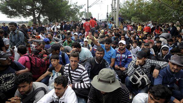 Đám đông người tị nạn trên biên giới Hy Lạp-Macedonian - Sputnik Việt Nam