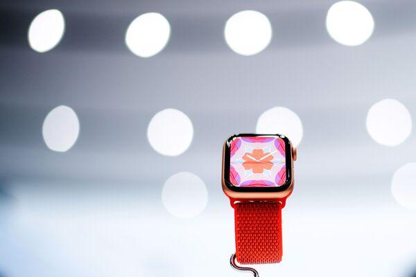 Đồng hồ mới Apple Watch Series 4 tại buổi giới thiệu sản phẩm mới của Apple - Sputnik Việt Nam