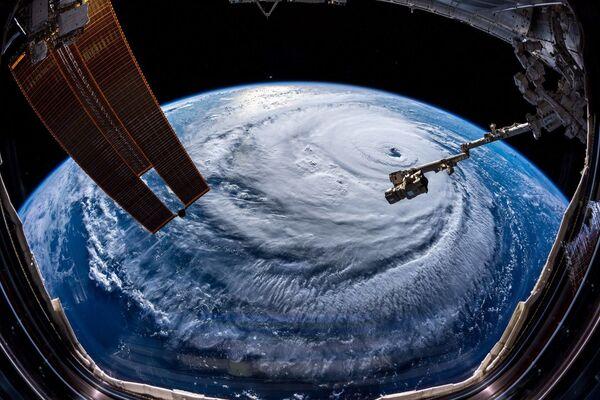 Bão Florence, được chụp bởi phi hành gia Alexander Gerst từ trạm vũ trụ ISS - Sputnik Việt Nam