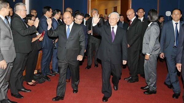 Tổng Bí thư Nguyễn Phú Trọng và Thủ tướng Nguyễn Xuân Phúc đến dự Phiên khai mạc toàn thể WEF ASEAN 2018 - Sputnik Việt Nam