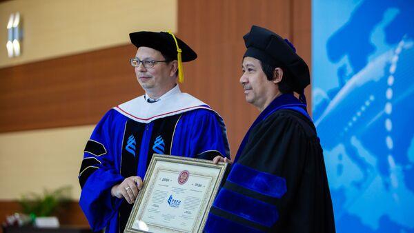 Ông Nguyễn Kim Sơn tại Đại học Liên bang Viễn Đông - Sputnik Việt Nam