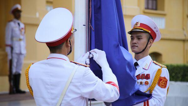 Lễ thượng cờ kỷ niệm 50 năm ASEAN tại Hà Nội - Sputnik Việt Nam