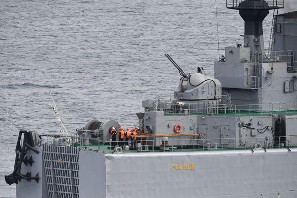 """Các thủy thủ trên đại chiến hạm đổ bộ Oslablya"""" trước khi bắt đầu tiếp cận  Mũi Klerka trong khuôn khổ cuộc tập  trận  chiến dịch-chiến lược Vostok-2018 - Sputnik Việt Nam"""