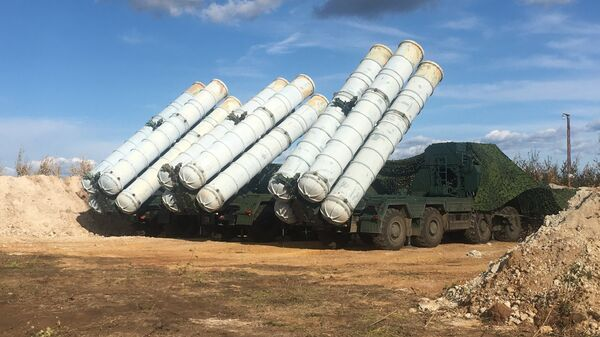 Tổ hợp tên lửa phòng không S-400 Triumph trong giai đoạn cơ bản của cuộc tập trận Vostok- 2018 trên thao trường Tsugol ở vùng Zabaikal. - Sputnik Việt Nam
