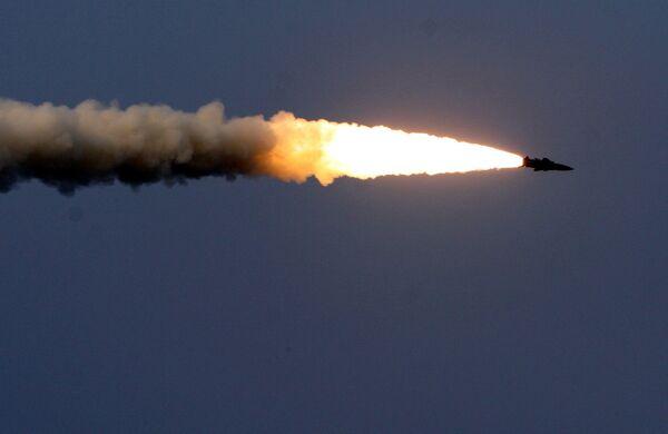 Tên lửa trong giai đoạn cơ bản của cuộc tập trận Vostok- 2018 trên thao trường Tsugol ở vùng Zabaikal. - Sputnik Việt Nam
