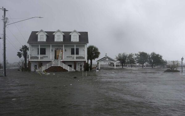 Mỹ tiếp tục hứng chịu thiệt hại nặng nề do bão Florence - Sputnik Việt Nam