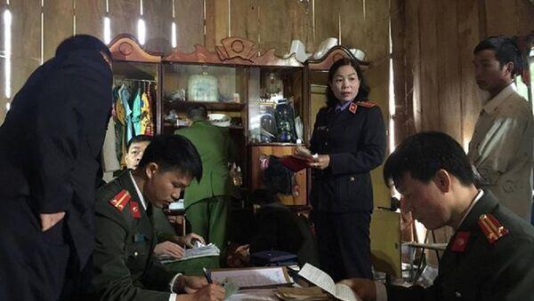Công an khám nhà Đèo Văn Ban, tháng 11/2017 - Sputnik Việt Nam