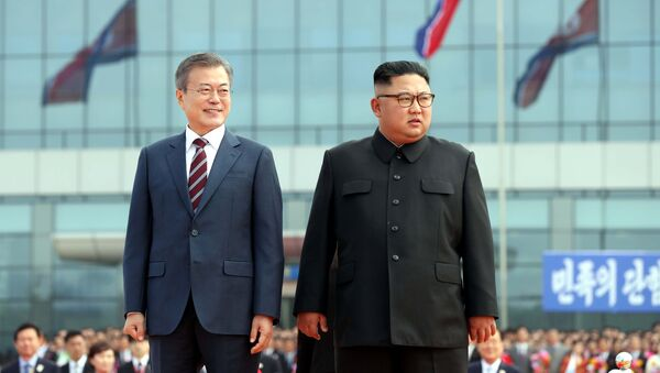Moon Jae-in và Kim Jong-un - Sputnik Việt Nam