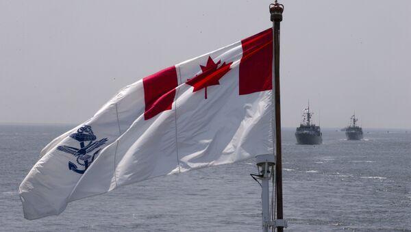 Cờ Hải quân Hoàng gia Canada bay trên tàu HMCS Kingston và HMCS Moncton trong cuộc diễn tập tại cảng New York, thứ tư, ngày 25 tháng 5 năm 2016 - Sputnik Việt Nam