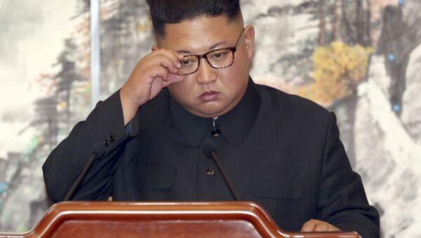 Chủ tịch Bắc Triều Tiên Kim Jong-un ký thỏa thuận chung với Tổng thống Hàn Quốc Moon Jae-in tại Bình Nhưỡng - Sputnik Việt Nam