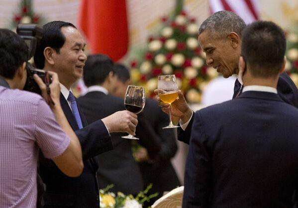 Chủ tịch nước Việt Nam Trần Đại Quang và Tổng thống Mỹ Barack Obama tại Hà Nội - Sputnik Việt Nam