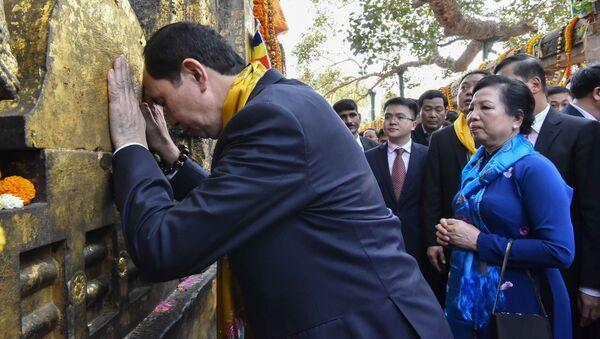 Chủ tịch nước Việt Nam Trần Đại Quang và phu nhân thăm đền Mahabodhi ở Ấn Độ - Sputnik Việt Nam