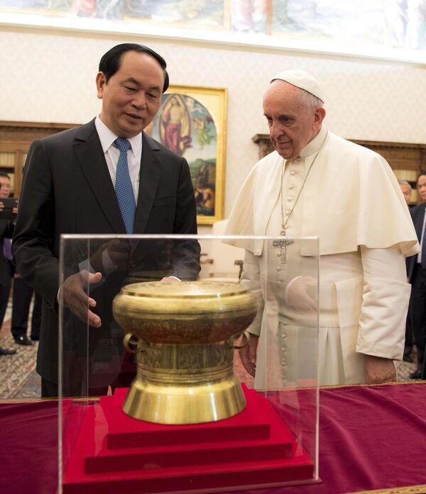 Chủ tịch nước Việt Nam Trần Đại Quang và Đức Giáo Hoàng Phanxicô trong chuyến thăm Vatican - Sputnik Việt Nam