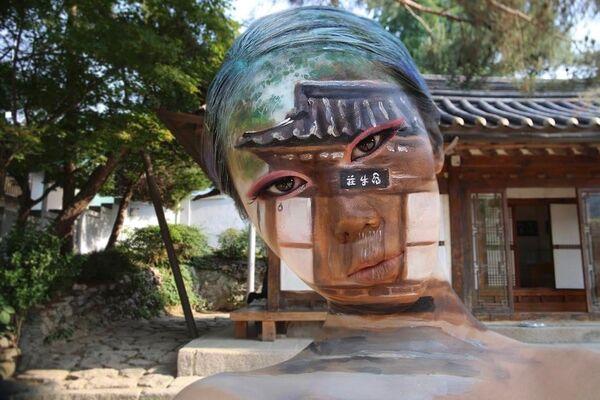 Nghệ thuật vẽ tranh cơ thể, được thực hiện bởi nghệ sĩ Hàn Quốc Dane Yun trên cơ thể của mình. - Sputnik Việt Nam