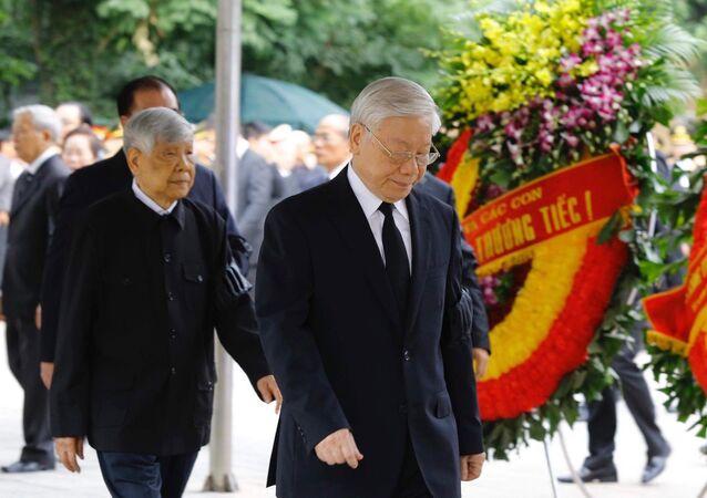 Đoàn Ban Chấp hành Trung ương Đảng do Tổng Bí thư Nguyễn Phú Trọng dẫn đầu vào viếng đồng chí Trần Đại Quang.