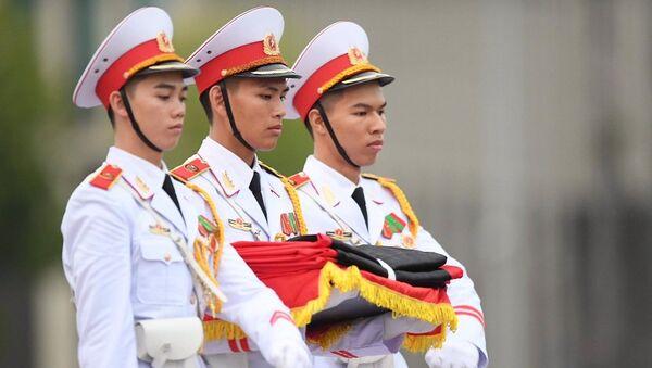 Cờ rủ trên quảng trường Ba Đình - Sputnik Việt Nam
