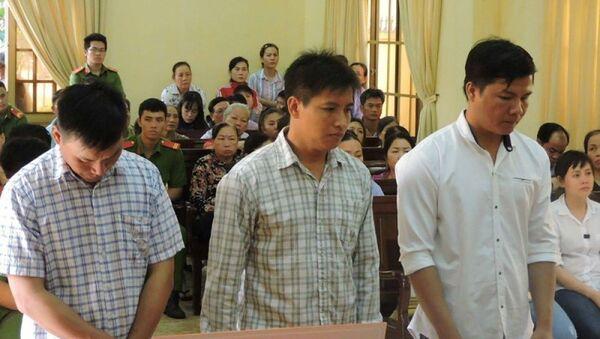 Các bị cáo tại tòa sơ thẩm TP Bà Rịa. - Sputnik Việt Nam