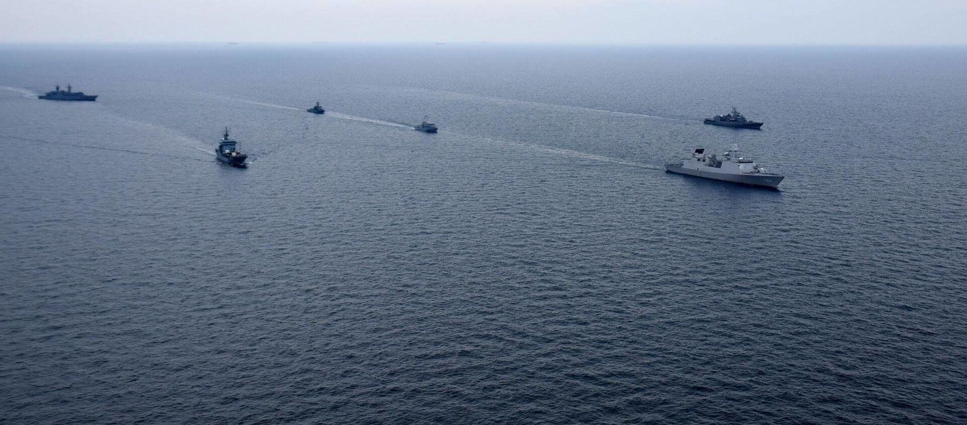 Cuộc tập luyện chung của Hải quân Ukraina và tàu chiến NATO ở Biển Đen - Sputnik Việt Nam, 1920, 14.04.2021