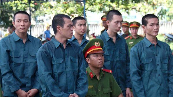 Các bị cáo thành khẩn khai báo và thừa nhận hành vi phạm tội tại phiên xét xử. - Sputnik Việt Nam